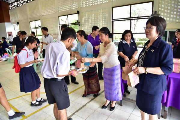 สานต่อที่พ่อทำ สร้างสรรค์สังคมไทย ด้วยใจอาสา