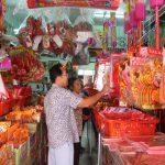 เบตง ชาวไทยเชื้อสายจีนเริ่มทยอยซื้อเครื่องเซ่นไหว้รับตรุษจีน