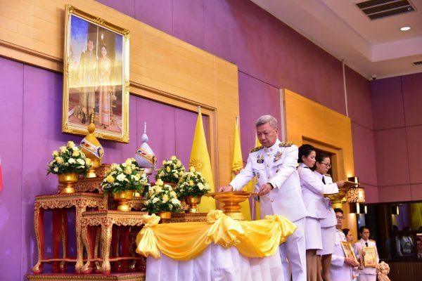 พิธีรับพระราชทานพระบรมฉายาลักษณ์ พระบาทสมเด็จพระเจ้าอยู่หัว และสมเด็จพระนางเจ้าฯพระบรมราชินี