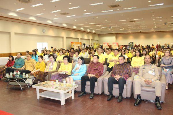 ประธานสภาสตรีฯ ปลุกคนไทยสวมใส่ผ้าไทยรักษาเอกลัษณ์ทางวัฒนธรรม